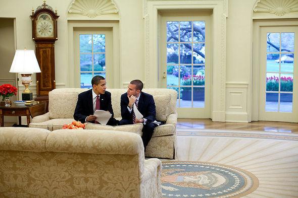800px-Barack_Obama_and_Jon_Favreau_in_the_Oval_Office.jpg